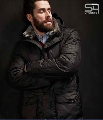 Vízlepergetős ,tollal bélelt fekete férfi kabát